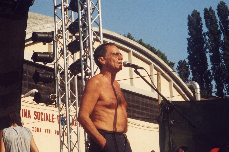 Roberto Vecchioni sul palco de l'isola in collina 2002 prove