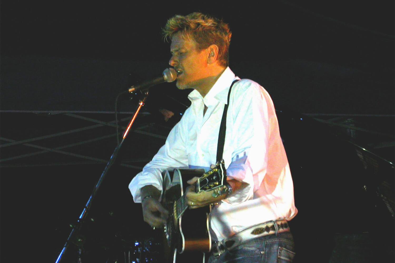 Ron sul palco de l'isola in collina 2003