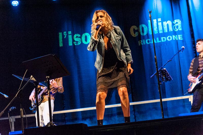 Irene Grandi sul palco de l'isola in collina 2021